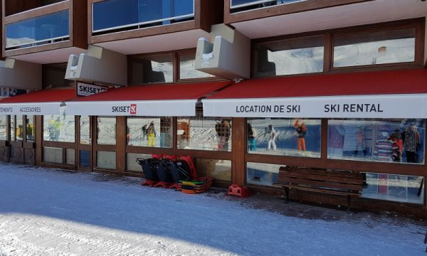Noël Sports Centre Station