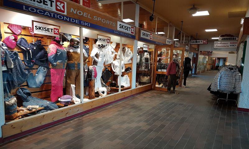 Noël Sports Centre Station 1